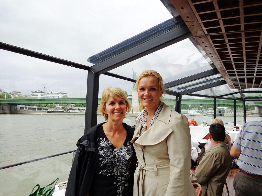 paris in two days seine river cruise